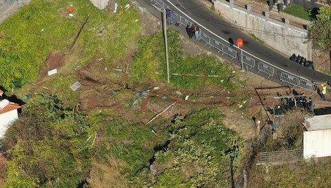 Eine Luftaufnahme mit einer Drohne von der Unglücksstelle. Foto:Andriy Petryna, dpa