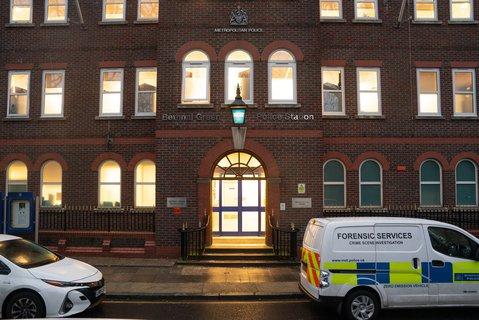 Die Bethnal Green Police Station im Osten Londons. Foto:Dominic Lipinski/PA Wire/dpa