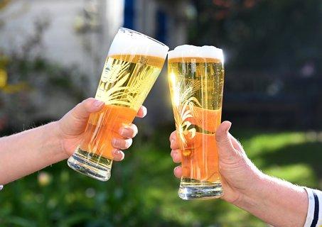 Die Bier-Absatzkrise setzt sich in Deutschland fort. Foto: Bernd Weißbrod/dpa
