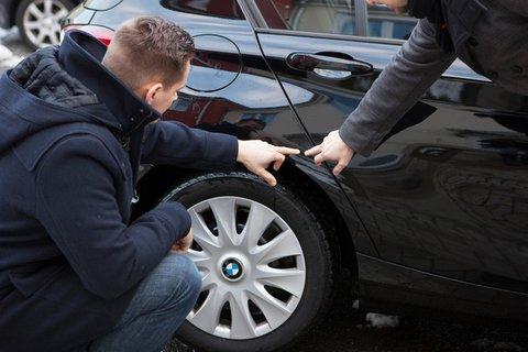 Bei der Rückgabe eines Mietfahrzeuges sind sich Mieter und Vermieter nicht immer einig. Im Zweifel hilft eine Schlichtungsstelle. Silvia Marks/dpa-tmn