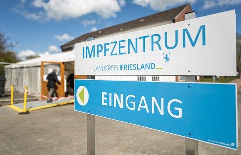Impfzentrum im Landkreis Friesland. Foto:Mohssen Assanimoghaddam/dpa