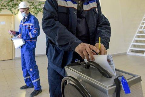 Neu zu besetzen sind 450 Sitze in der Duma, in der derzeit vier Parteien vertreten sind.Foto:Alexander Petrov/AP/dpa